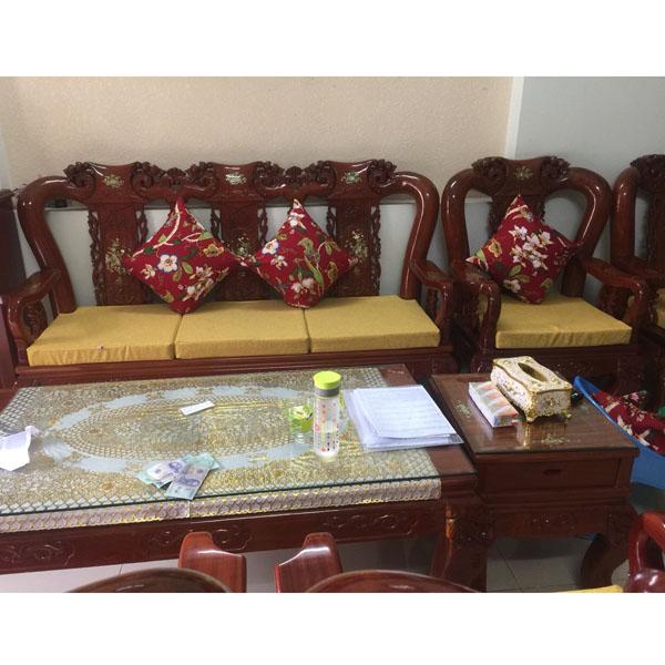 may bộ đệm gối cho ghế gỗ màu vàng