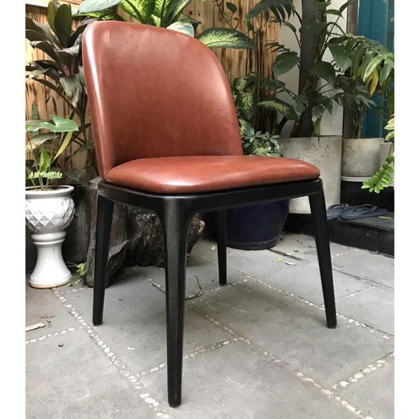 ghế gỗ ngỗi bàn ăn bọc da simili màu nâu đậm