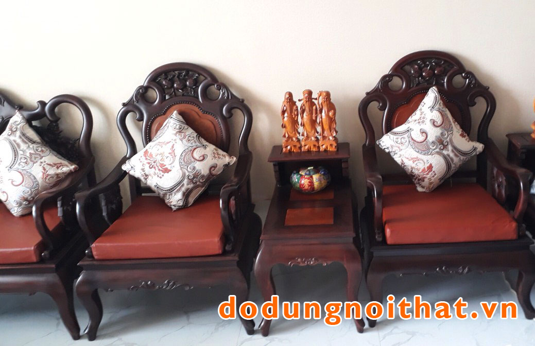 khach-hang-may-nem-ghe-sofa-go-gia-re-dodungnoithat-10