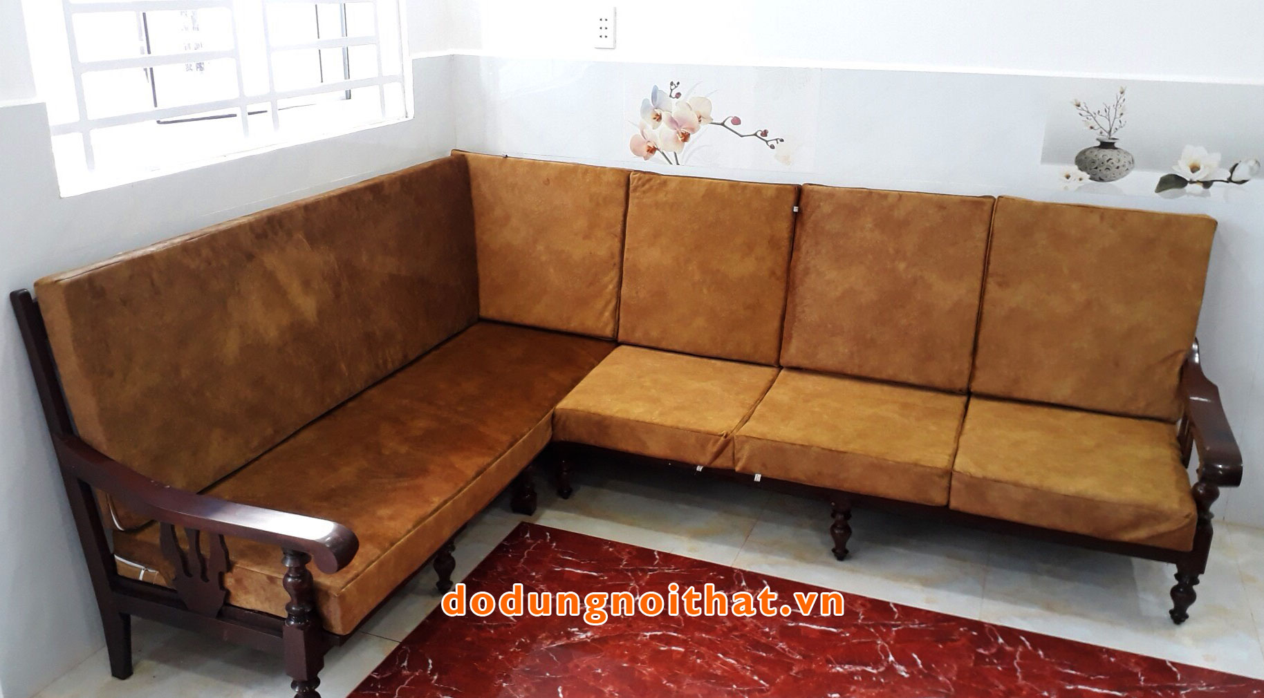 khach-hang-may-nem-ghe-sofa-go-gia-re-dodungnoithat-4