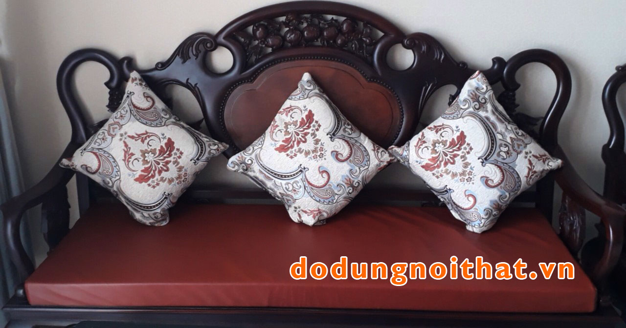 khach-hang-may-nem-ghe-sofa-go-gia-re-dodungnoithat-9