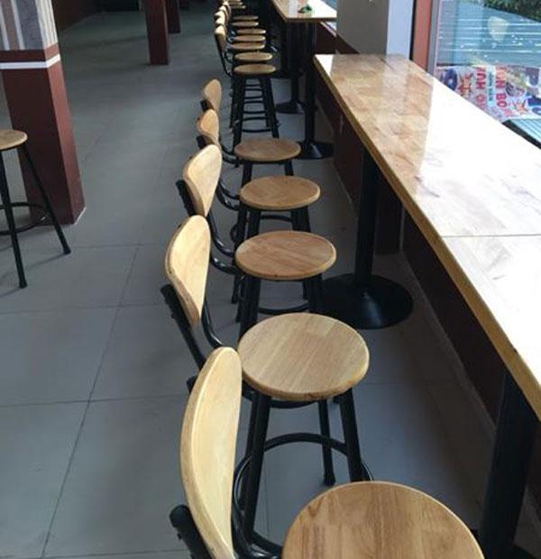 Kiểu bàn ghế quầy bar cho quán trà sữa