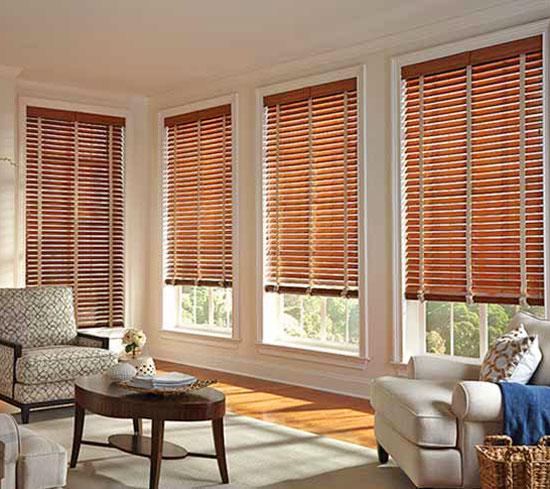 may màn cửa gỗ đẹp phòng khách tại tphcm