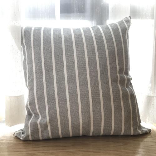Gối tựa sofa cao cấp màu xám sọc trắng