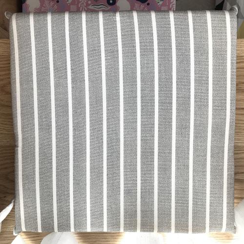 Nệm vải cao cấp sọc trắng màu xám