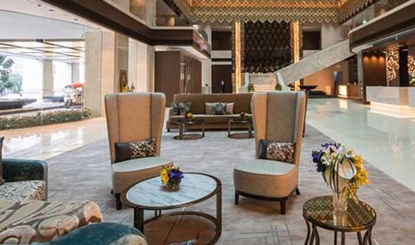 Bộ bàn ghế sofa chào đón khách tại sảnh khách sạn