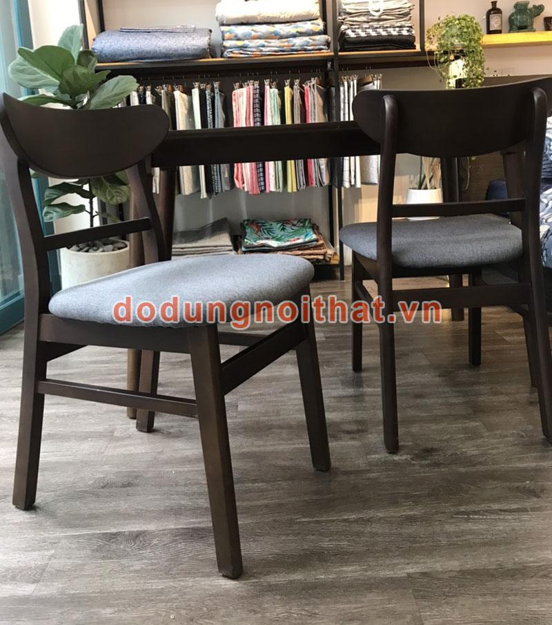 bàn ghế cafe có đệm ngồi bằng gỗ tự nhiên