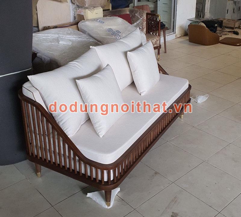 bộ bàn ghế sofa gỗ cho quán cafe có nệm ngồi dày