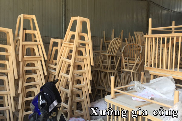 xưởng sản xuất bàn ăn ghế ngồi bằng gỗ theo yêu cầu khách hàng